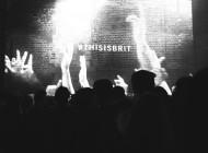 """3 concerti, 3 città, 3 notti: Burberry celebra """"Brit Rhytm"""""""