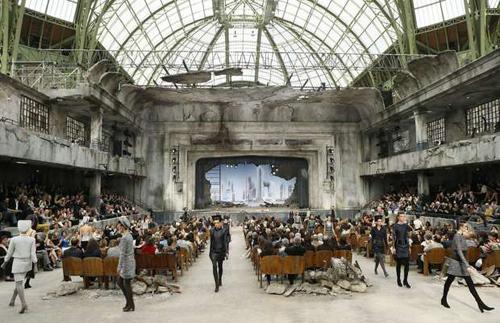 Scenografie nella moda best of spring summer man 2014 e for Chanel locations in paris