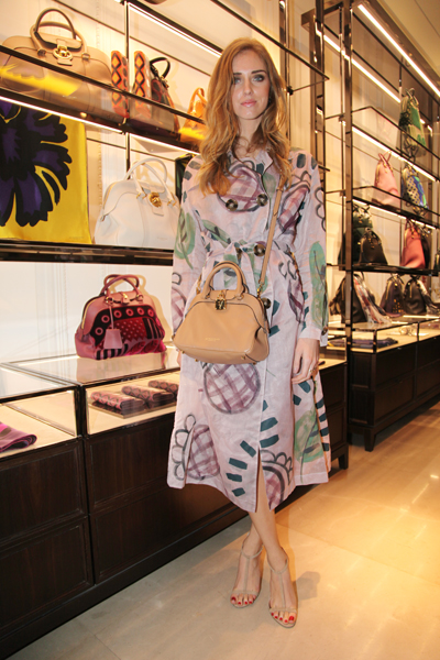 Burberry Brit Store A Milano : Burberry milano flagship store zoemagazine