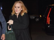 Adele indossa The Burberry Bucket bag