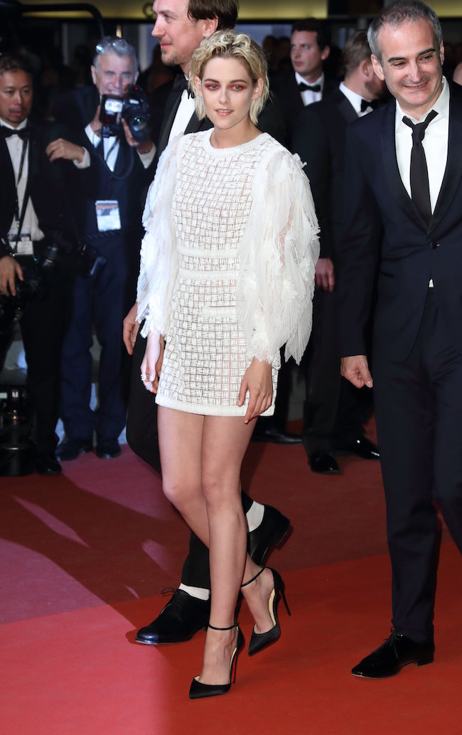 CANNES, FRANCE - MAY 17: Kristen Stewart attends the 'Personal Shopper' premiere during the 69th annual Cannes Film Festival at the Palais des Festivals on May 17, 2016 in Cannes, France. (Photo by Mike Marsland/Mike Marsland/WireImage)