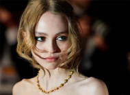 Lily-Rose Depp Nude Make up