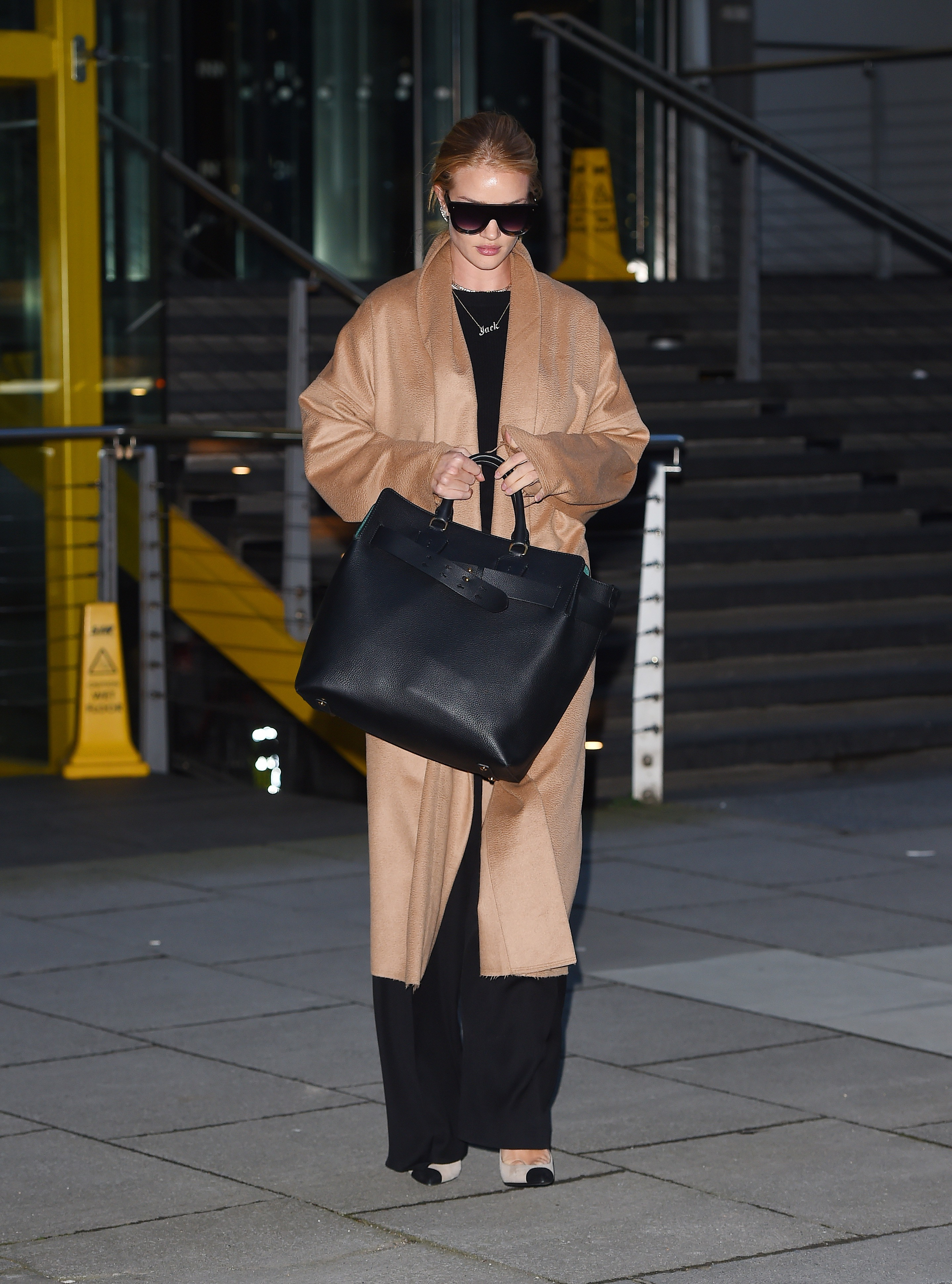 3 reasons why celebrities use Burberry Belt Bag | ZOE Magazine